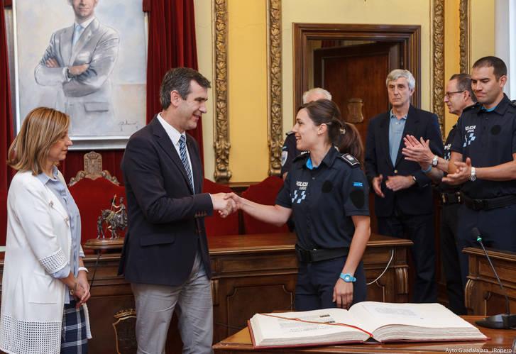 Los ocho nuevos agentes de la Policía Local han tomado posesión de su cargo