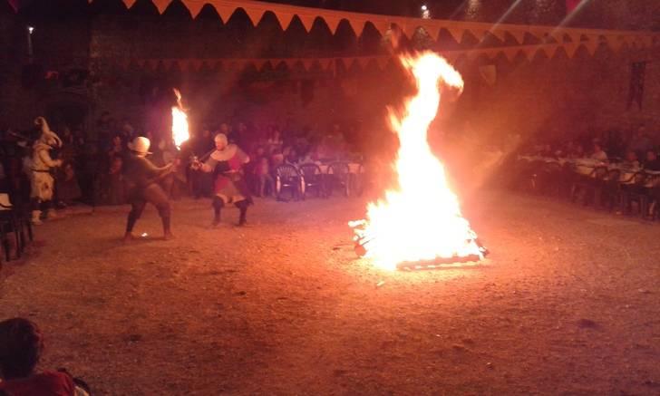 Mágica noche de San Juan en el Castillo de Jadraque con más de 400 comensales