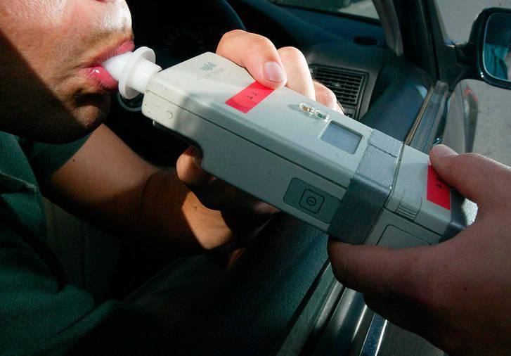 Imputan a un conductor implicado en un accidente por superar en casi cinco veces el límite permitido de alcohol