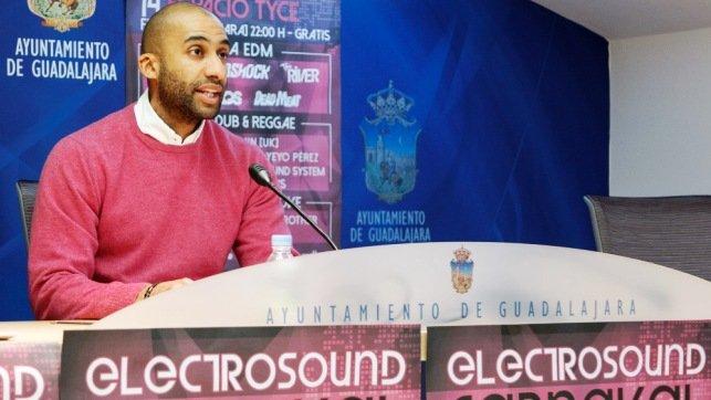 """Armengol Engonga: """"Lo único que le preocupa a los concejales de Ahora Guadalajara es el sueldo que van a percibir"""""""