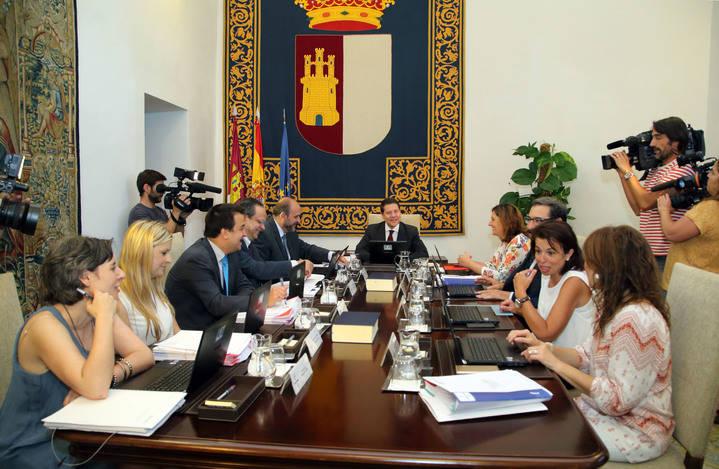 El Gobierno regional dice que ahorrará 3 millones de euros reduciendo un 10% los nombramientos políticos de libre designación