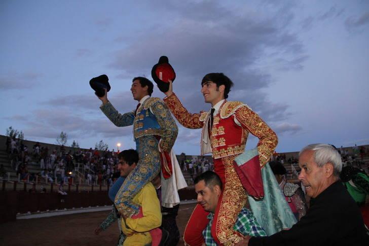 Adrián Henche y Miguel Angel Silva abren la puerta grande de Las Cruces de Sigüenza