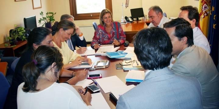 Cospedal señala que el PP pedirá al Gobierno regional que devuelva el 25% de la paga extra a los funcionarios