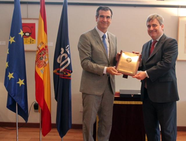 El Ayuntamiento de Guadalajara recibe la Placa de Bronce de la Real Orden al Mérito Deportivo