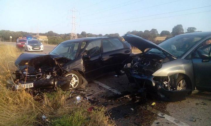 Un choque frontal en la carretera de Yebra se salda milagrosamente sin víctimas mortales
