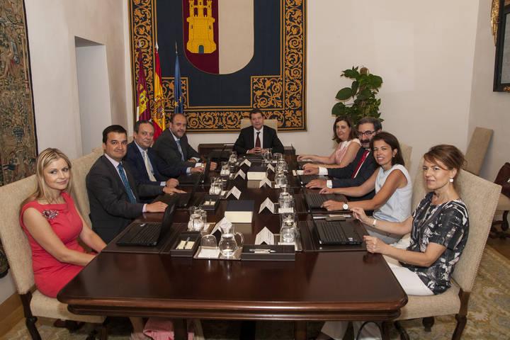 Toma posesión el Gobierno de Emiliano García Page