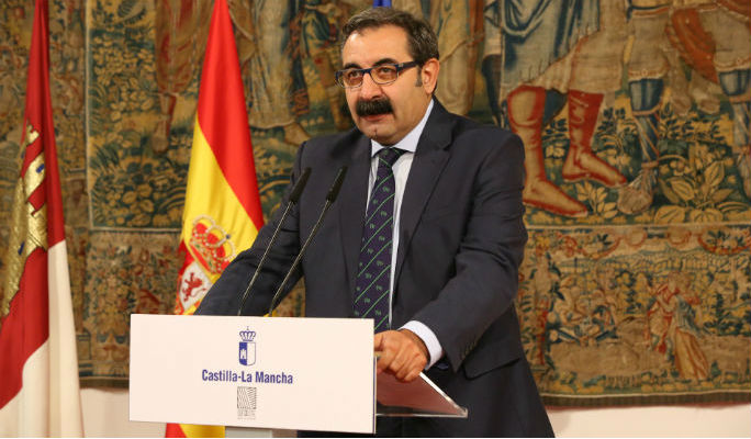 García Page estudia eliminar el convenio sanitario con la Comunidad de Madrid