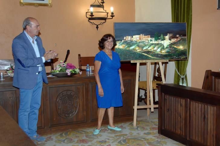 La pintora seguntina Goyi Alguacil donó un cuadro de La Ronda al Ayuntamiento de Sigüenza