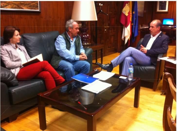 El delegado de la Junta destaca el potencial turístico que puede aportar a la Sierra Norte la tradición minera de la comarca