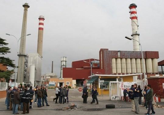 Quinta semana de paros en la fábrica Isover de Azuqueca