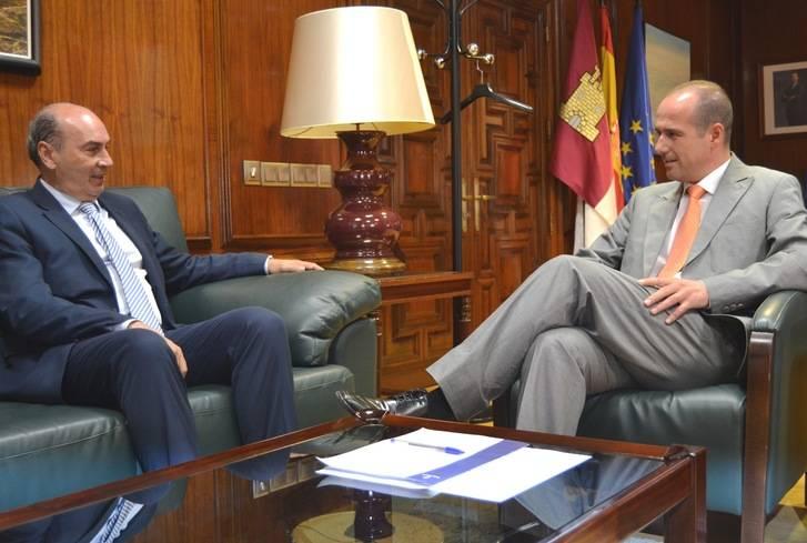 El delegado de la Junta y el presidente de la Diputación mantienen el primer encuentro institucional