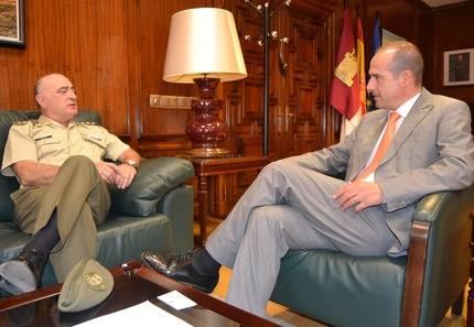 El delegado de la Junta en Guadalajara se reúne con el subdelegado de Defensa en la provincia