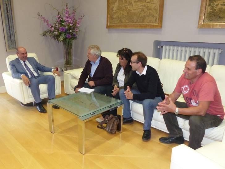 Latre se reúne con los alcaldes de Albares, San Andrés del Congosto, Alovera y Cifuentes