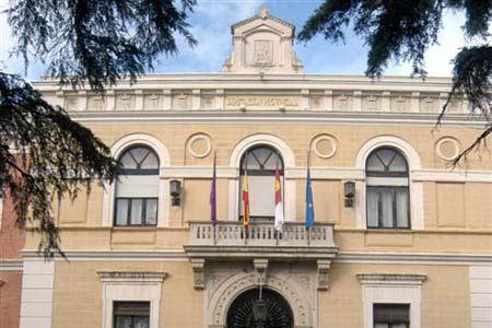 Cerca de 400 empleados de la Diputación ya han cobrado en la nómina de octubre otra parte de la paga extra de 2012