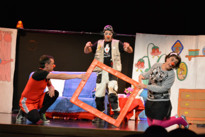 Éxito rotundo de la exposición y representación de los payapeutas en Alovera