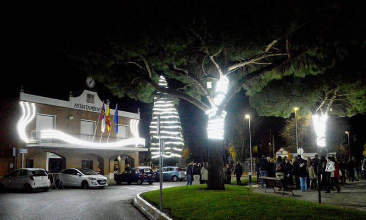 Las calles de Azuqueca estrenan una nueva iluminación navideña