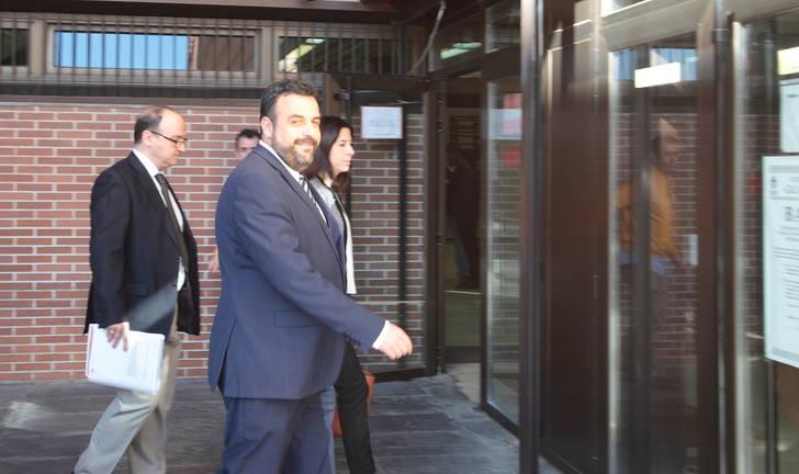 El alcalde socialista de Azuqueca, José Luis Blanco, declara ante el juez por un supuesto delito de estafa de casi 500.000 euros