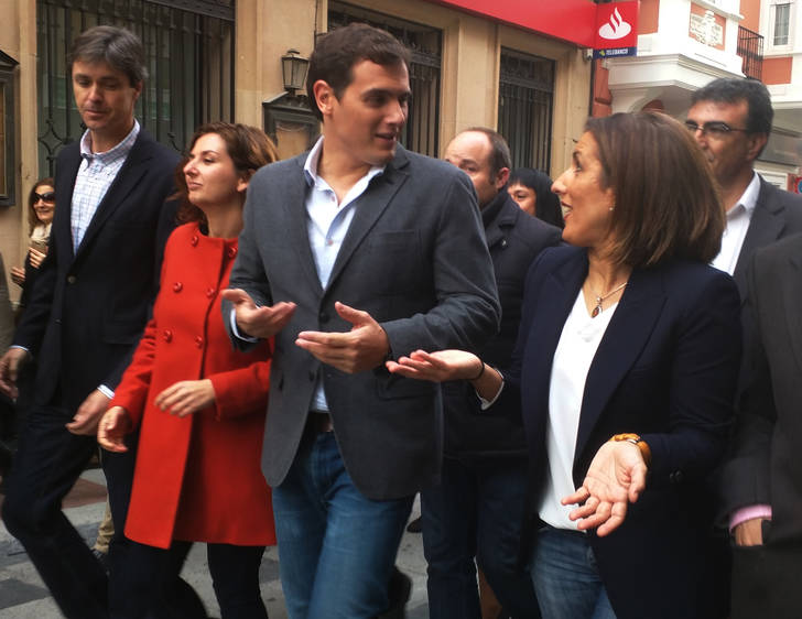 "Albert Rivera recorre las calles de Guadalajara invitando a votar ""masivamente"" el 20-D"