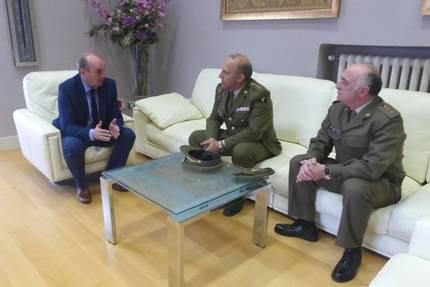 El presidente de la Diputación se reúne con el director del Archivo General Militar de Guadalajara