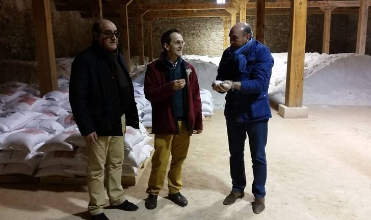 Latre destaca la implicación de la Diputación para el impulso de la actividad económica de las salinas