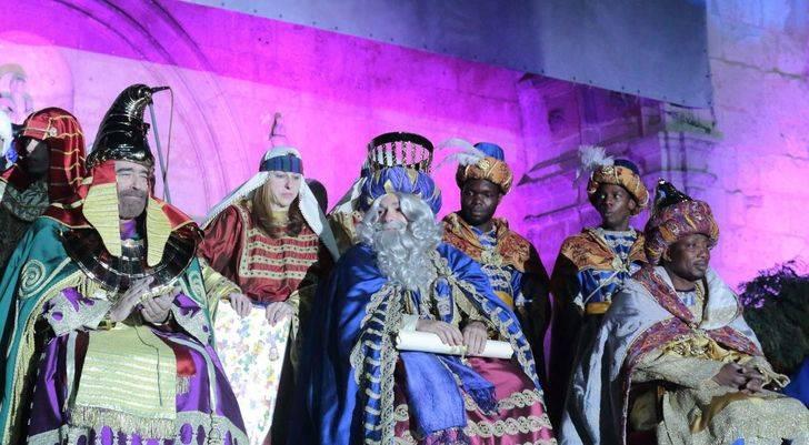 El frío no impide que miles de guadalajareños disfruten de la Cabalgata de los Reyes Magos de Oriente en Guadalajara