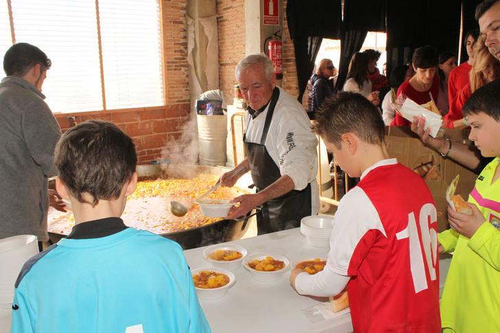 Los vecinos de Quer compartieron mesa y mantel en San Vicente