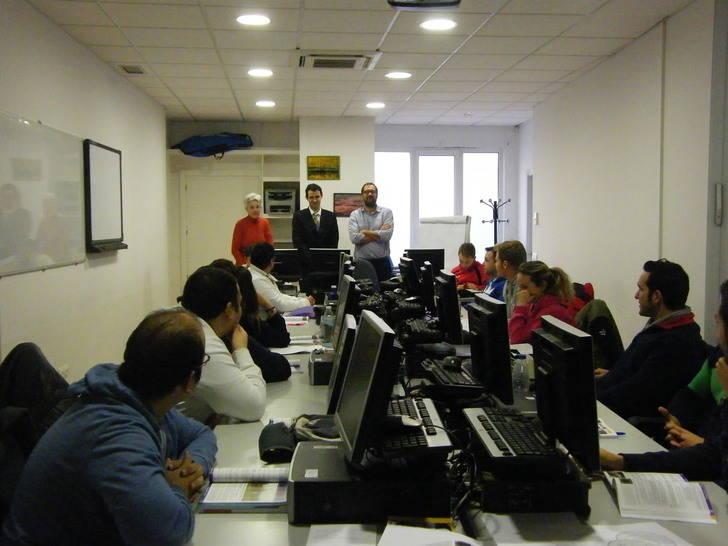 El director provincial de Empleo visita uno de los cursos de Formación Profesional para el Empleo de Guadalajara