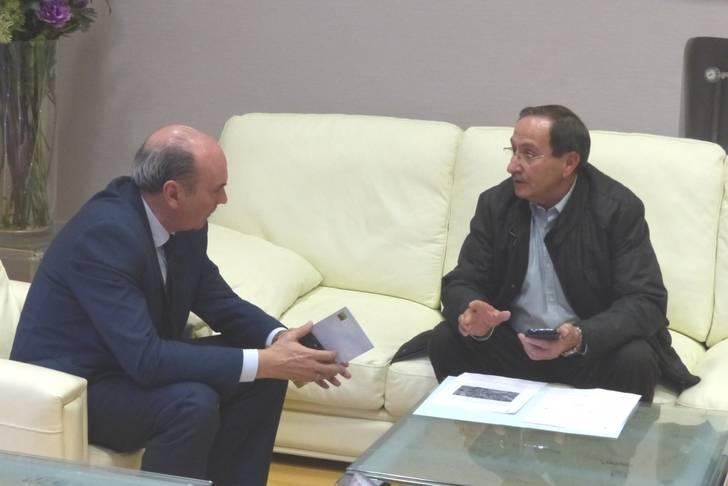 Latre escucha las demandas de los alcaldes de Congostrina, Embid y Rillo de Gallo