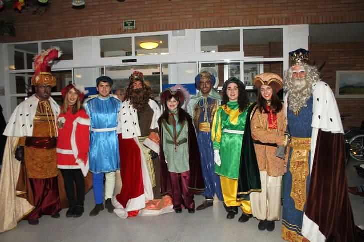 Los Reyes Magos llegaron a Trillo en una bonita calesa andaluza