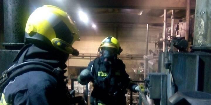 Incendio en una fábrica en Fontanar