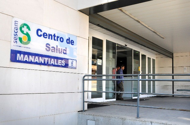 Desconvocan la huelga indefinida en la limpieza de los centros de salud de Guadalajara