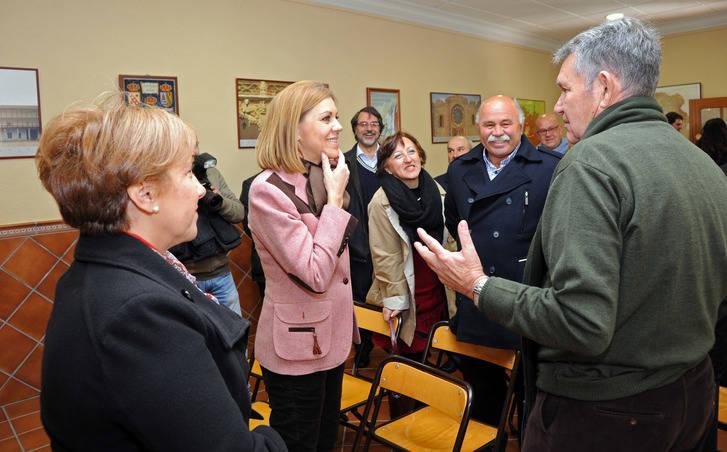 """Cospedal pide a Sánchez y Rivera que se sienten a hablar con el PP para """"construir un futuro para España"""""""
