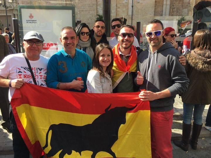 La peña taurina Azuqueca de Henares participa en una histórica manifestación a favor de los toros en Valencia