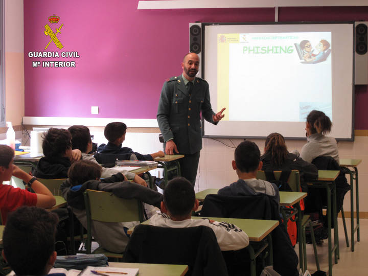 La Guardia Civil ha impartido 154 conferencias en centros de enseñanza de la provincia de Guadalajara durante el segundo trimestre escolar