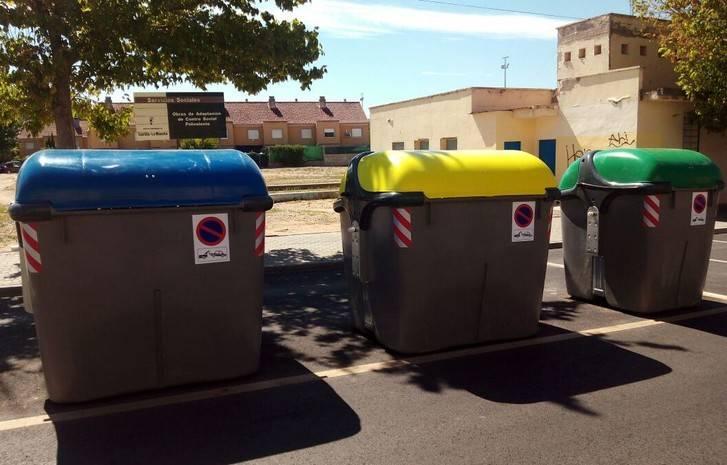 Denunciados dos menores de edad por volcar 40 contenedores de basura en distintas calles