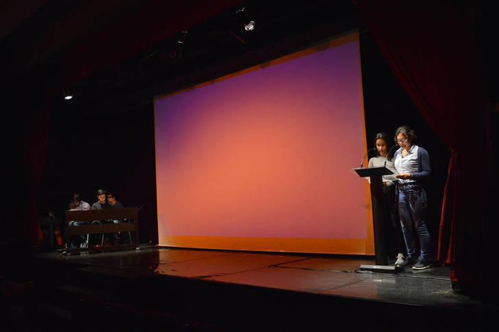Casi doscientas personas participan en el homenaje a la poesía 'Hilando versos' en Azuqueca