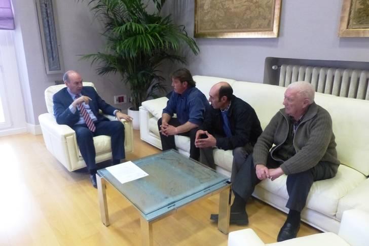 El presidente se reúne con los alcaldes de varios municipios para interesarse por sus necesidades