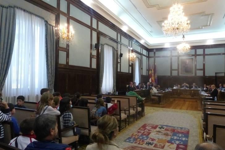 Dos grupos de escolares de El Casar conocen el Palacio Provincial