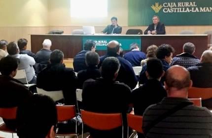 Más de 50 personas han participado en la charla informativa de UPA en Guadalajara