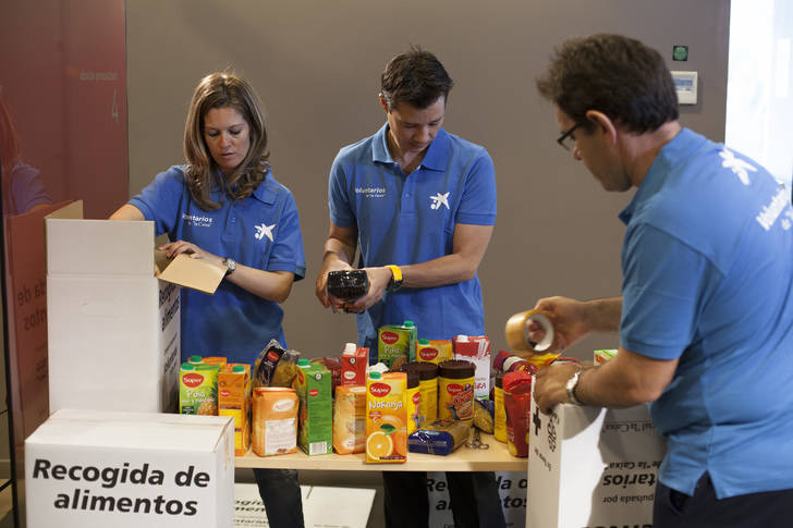 """Los Voluntarios de """"la Caixa"""" en Guadalajara atendieron a más de 690 personas en situación de vulnerabilidad en 2015"""