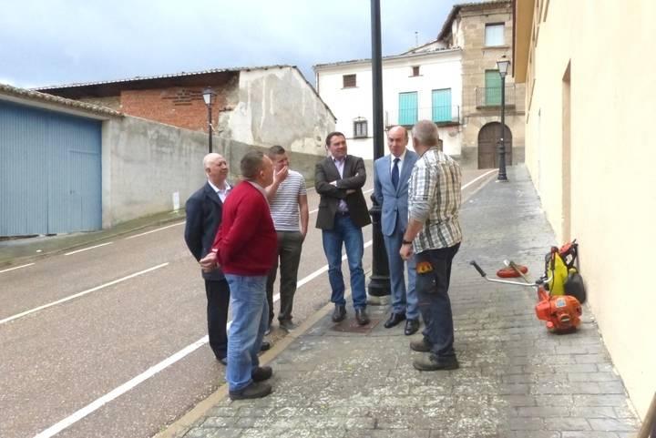 El presidente de la Diputación se interesa por el desarrollo del Plan de Empleo en Auñón