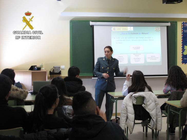 La Guardia Civil ha impartido 340 conferencias en centros de enseñanza de la provincia de Guadalajara durante el pasado curso escolar
