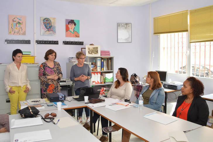 Una veintena de mujeres han mejorado sus conocimientos digitales a través de dos talleres del Centro de la Mujer de Azuqueca