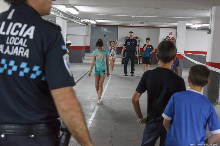 700 niños se acercan a la figura del Policía Local en su 25 aniversario