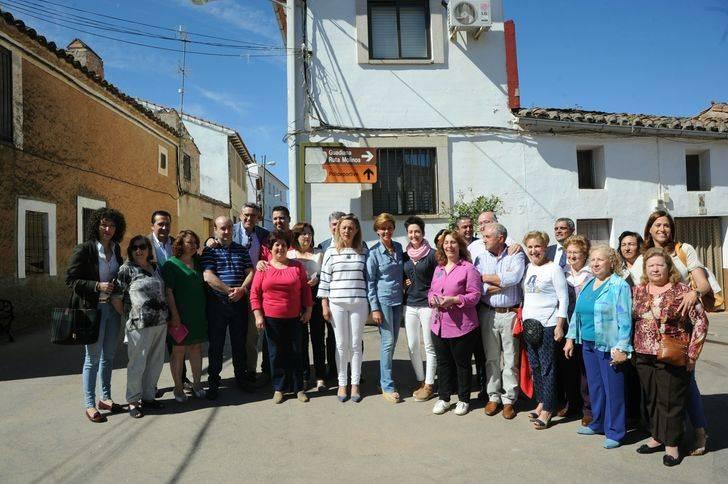 Cospedal destaca la buena noticia que supone que, por primera vez desde 2010, estemos por debajo de los cuatro millones de parados en España