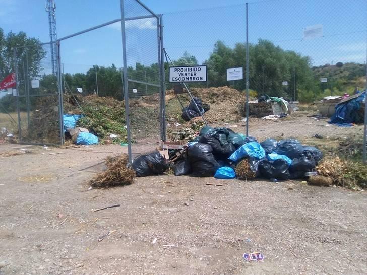 El Grupo Popular de Galápagos denuncia que los puntos de recogida de residuos se han convertido en estercoleros
