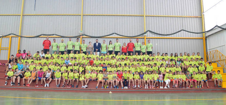 Continúa el 'Azuverano' con el campus Multideporte, fútbol, gimnasia rítmica, pádel y tenis