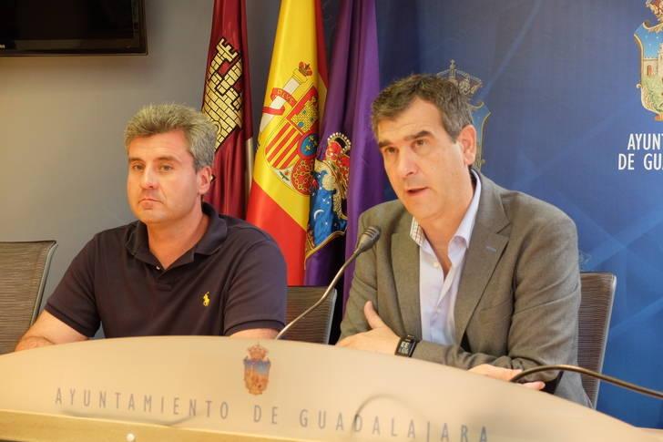"""Román presenta la """"amplia e importante"""" oferta de empleo público para el Ayuntamiento de Guadalajara"""