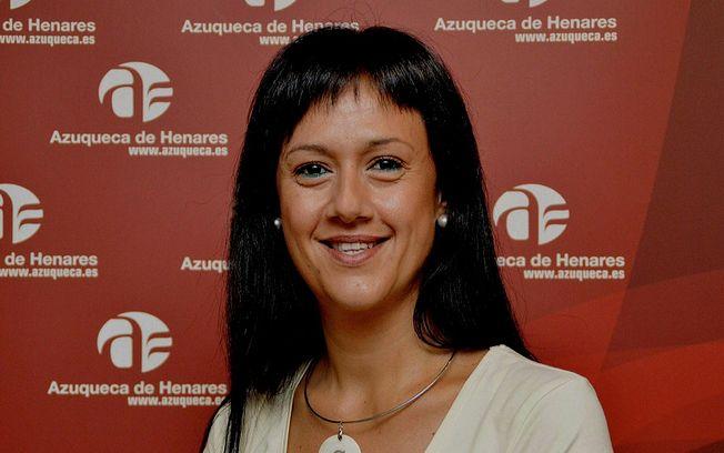 """Silvia García (C's): """"El equipo de Gobierno de Azuqueca no se ha preocupado de garantizar ni agua, ni puntos de recogida de residuos en las naves donde los peñistas van a realizar las carrozas"""""""
