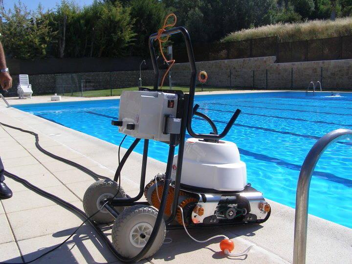 La piscina de Brihuega estrena depuradora y limpia fondos